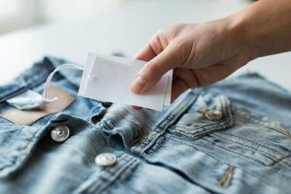 Etikett an Jeansjacke