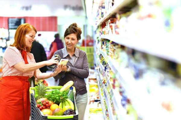 Beratung beim Einkaufen im Supermarkt