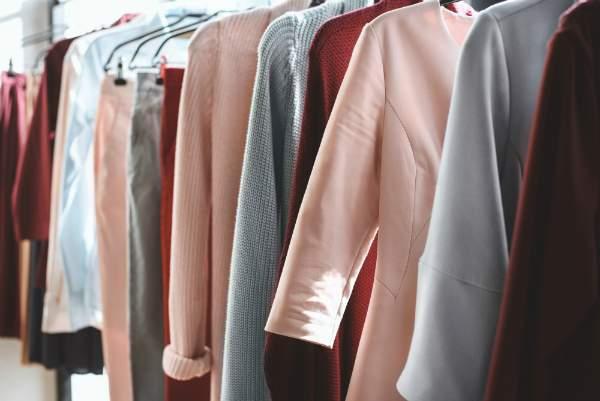 Kartonetiketten als ideale Preisauszeichnung fuer Kleidung